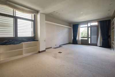 Very spacious apartment in a quiet district of Barcelona